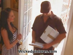 Lucky delivery guy gets Alektra Blue's pussyhole