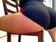 Twerking auf dem Stuhl