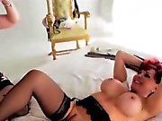 Nina Hartley lezzing it out