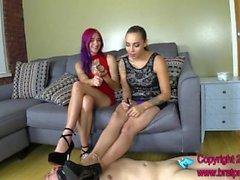 Amadahy y Sasha - Castidad Esclavo lame los zapatos y adora Pies
