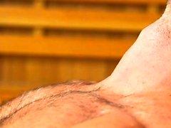 Мускулистый гей-фаллоимитатор с кончиной