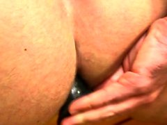 Muscle gay dildo med cumshot