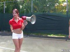 Otrevliga löften gör personliga fastställs i Tennis i fältet