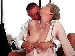 Große Brüste Großmutter befindet heissen Sex ihrem Freund