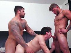 Pau grande trio gay e Ejaculação