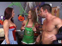 Halloween En La Oficina Nicole Aniston, Monique Alexander