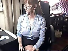 Mooie oma met een bril 6