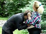 Vollbusig 22yo Blondine mit Riesenarsch schwer bestrafen einen Jungen