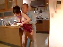 Japanischen Frau gezwungen Hardcore -Sex-Orgie fickt Bukkake Blowjobs Sahnetorte