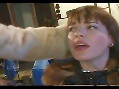 AMMORTIZZATORE DI PUSSY uno - Scena 3