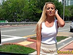 Amateure Blondine Teen in einem Auto gefüllte
