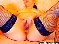 Hot babe cam masturbating