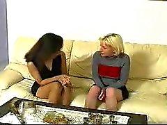 CFNM Zwei seltsame französisch Mädchen mit einem Kerl