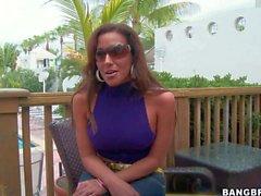 Adriana Deville kommt FKK am Strand