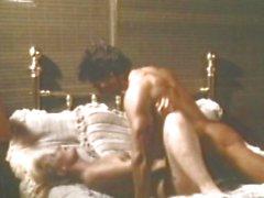 Человек шлюха сходить север испытывает большой нахрен со его любовника голый в постель