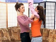 Kay ja Jess Sapphic Eroticasta ovat seksikkäitä lesboa hauskoja
