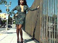 Om Nubian med transpersoner skönhet jerking hennes kran