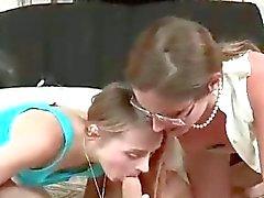 Mütter fickt ihre Jugendlich Daughter mit Strapon