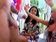CFNM party snygging äta stripper deckaren