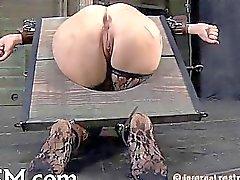 Slave Bounded las necesidades de pleasuring