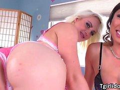 Tgirl Venus Lux dominiert Marilyns Pussy