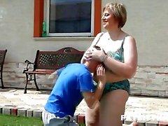 100kg vrouw facesitting