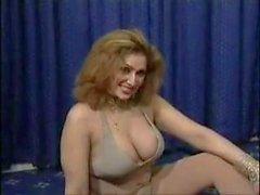 Пакистанские Bigboobs Тетенька обнаженной танцевать у нее в спальне