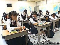 Азиатских студентов в классе находятся