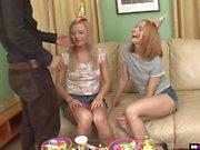 Geburtstags-Party verwandelt sich in Dreier