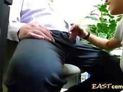 asiatico stagista succhia capo