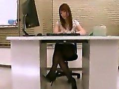 Hot Sekretärin mit sexy langen Beinen und einem prächtigen Arsch aussetzen