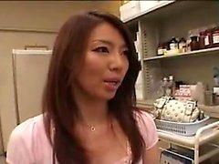 Arrebatadora asiáticos menina descasca fora suas roupas e proporciona uma h
