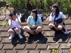 Asiatische Teenie nackt öffentlich