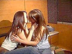 Escenita lesbica péché quitarse los tanga