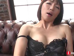 Sexy Izumi Manaka enjoys sucking and masturbating