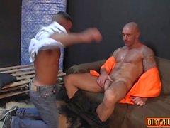 Sexo gay anal muscular con corrida