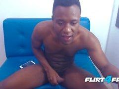 Джош Торнер на Flirt4Free - Толстый Dicked Gay Latino снимает большую нагрузку