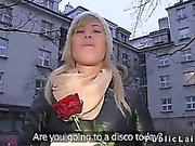 Zufällig Mädchen aus Öffentlichkeit durch riesigen Schwanz in ihrer Wohnung gefickt