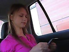 Kön i jag busty barnpassning in i bilen