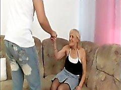 Бабуля Занимает нагрузка в Лика
