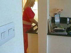 Busty Blonde Pantyhose Nomi fra le dita per cucina la sua figa