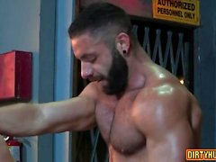 Muscle ayı flip flop ve cumshot