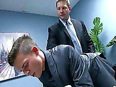 секретарем
