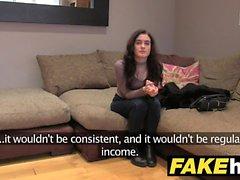 UK Agent Faux Petite étudiant obtient le visage éclaboussé de sperme