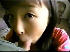 Close up con asiatico inaugurale dando pompino