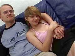 Sevimli Alman kız bir tecavüz için geri