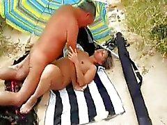 Minha esposa fodendo na praia com estranhos