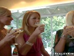 Sluts di Nikki Sammie Angelica e di di Eva si divertono in cottura