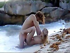 Sesso estremo arte famiglia vasca sulla spiaggia di