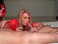 Hot Blonde Cougar Em Salto Smoking BJ